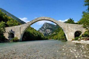 Εκδήλωση βράβευσης παρουσία Μενδώνη για την αποκατάσταση του Γεφυριού της Πλάκας